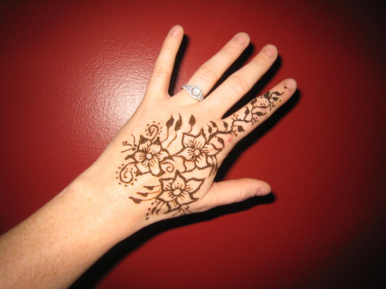 Designs By Jenn - Henna Tattoos